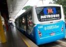 Ônibus biarticulado em estação BRT